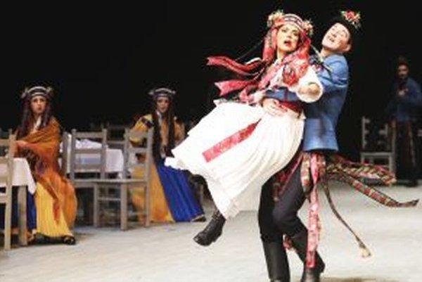 Dve z hlavných úloh - Emana Mešianého a krajčírku Evu - stvárnili Kristína Turjanová a Roman Poláčik.