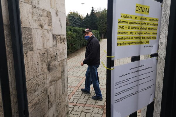 Cintoríny v Prešove sú otvorené. Od ľudí môžu vyžiadať certifikát s negatívnym testom.