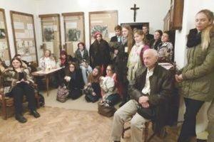 Účastníci festivalu poézie navštívili aj dom Valentína Beniaka, po ktorom podujatie nesie meno.