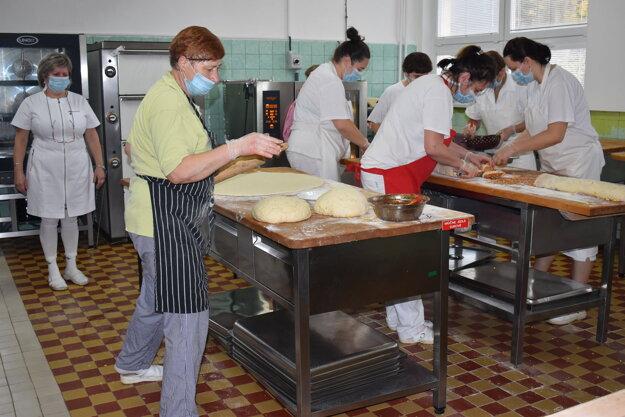 V školskej jedálni pri ZŠ Dargovských hrdinov bolo od rána ako v úli.