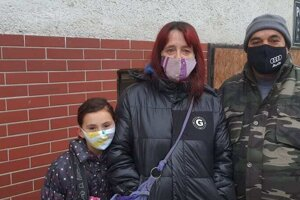 Rodinka Balážovcov prišla na testovanie do kultúrneho domu.