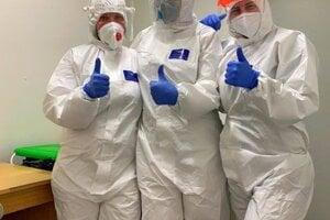 Fotka z celoplošného testovania zdravotníckych pracovníkov V Liptovskej nemocnici s poliklinikou MUDr. Ivana Stodolu.Testovanie prebieha len v sobotu.