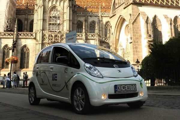 Elektrotaxík vás počas Európskeho týždňa mobility prevezie v Košiciach zadarmo.