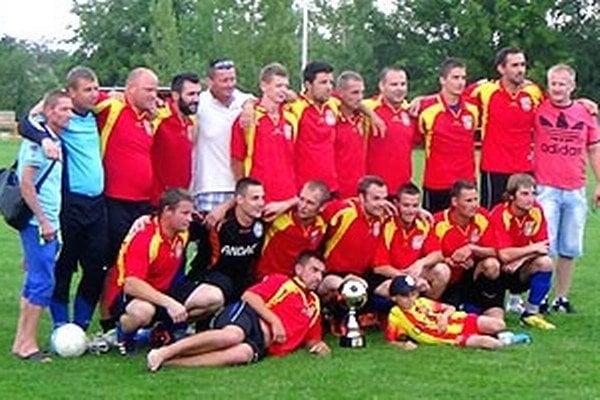 Futbalisti Bábu (na snímke z letného turnaja) najviac gólov strelili a najmenej inkasovali. Zverenci Jána Rieglera sú právom prví.