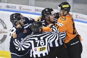 V súboji Košíc so Slovanom sa miestami na ľade iskrilo.