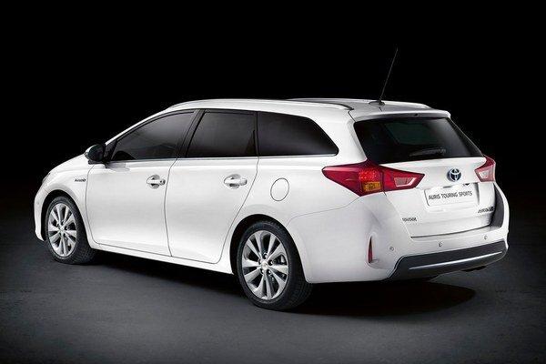 Toyota pripravila odvážny hybridný kombík, ktorý sa pobije s konkurentami.