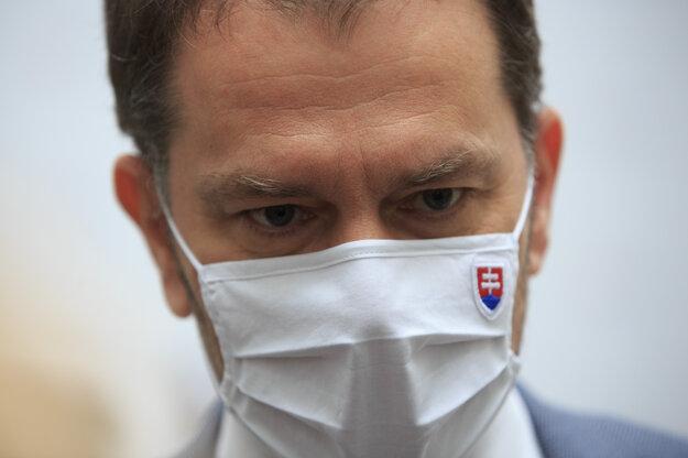 Koronavírus na Slovensku: Premiér Igor Matovič počas príchodu na rokovanie pandemickej komisie.