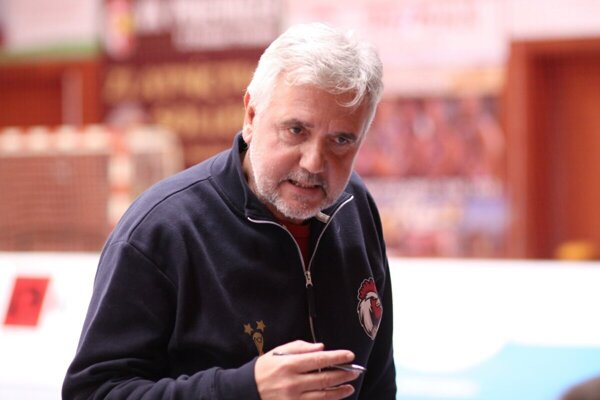 Tréner prievidzských volejbalistov Rostislav Chudík.