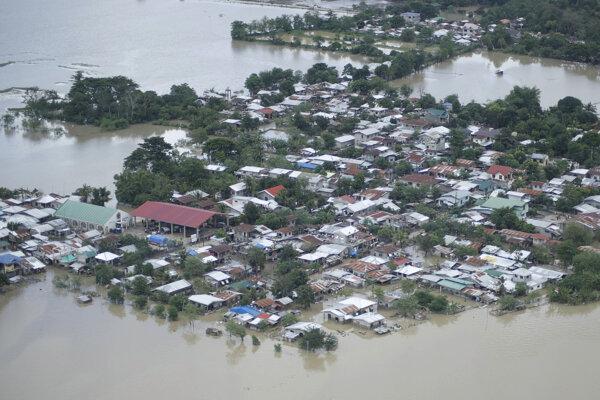 Zaplavené oblasti po tajfúne Vamco.