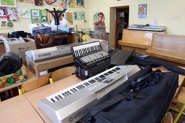 Hudobné nástroje už univerzitných študentov rušiť nebudú.