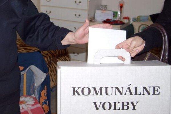 Kto nemôže ísť do volebnej miestnosti, môže požiadať o prenosnú urnu.