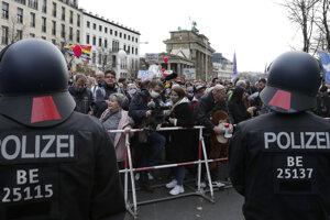 Protest proti koronavírusovým opatreniam v Berlíne 18. novembra 2020.