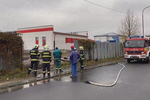 Na Fidlíkovej ulici unikal plyn.