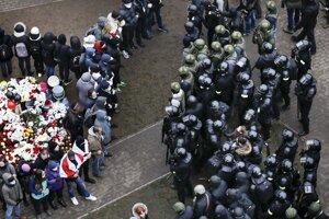 Pietna spomienka na opozičného aktivistu Ramana Bandarenku v Minsku.