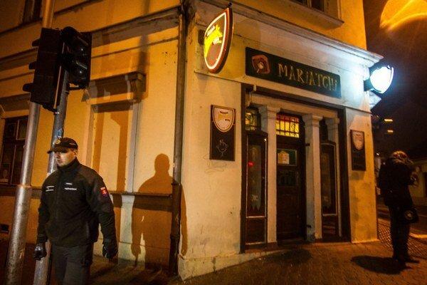 Bar je v centre Nitry, návštevníkov teraz ruší už len občasné pokrikovanie futbalových fanúšikov, keď idú zo zápasu.