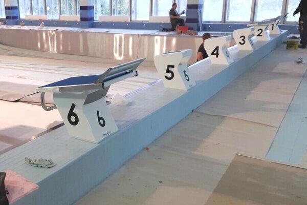 Plavecký bazén v levickej plavárni bude mať po novom až šesť dráh.