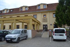 V Domove pokojnej staroby v Snine je pozitívnych 50 klientov.