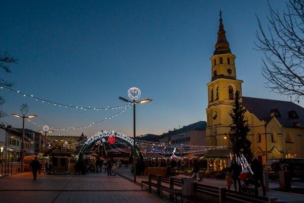 Vianočná dedina je otvorená.