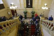 Vlani v októbri sa v Paláci Žofín konala posledná rozlúčka so spevákom Karlom Gottom. Teraz sa tu uskutoční aukcia obrazov, na ktorej budú okrem iných dražiť aj tri Gottove obrazy.