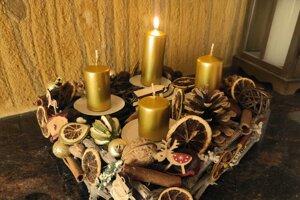 Adventný veniec od Veroniky Tanyasi z Levíc.