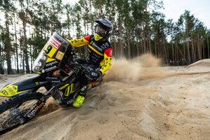Štefan Svitko počas tréningu na piesočných dunách na Záhorí.