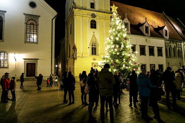 Vianočný stromček na Hlavnom námestí.