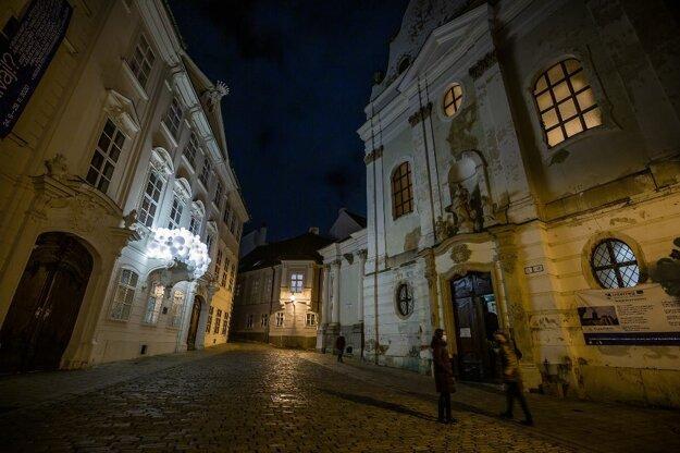 Inštalácia Christmas Bubbles na Mirbachovom paláci.