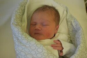 Sára Uhríková (3720 g, 49 cm) sa narodila 22. novembra Erike a Filipovi z Nového Mesta nad Váhom.