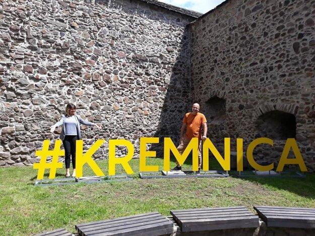 Nápis #Kremnica zdielne OZ Bašta Musica.