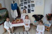 Deti mali oblečené aj tradičné kroje.