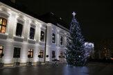 Na nádvorí Prezidentského paláca rozsvietili vianočný stromček