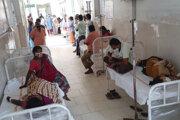 Pacienti v indickom meste Eluru.