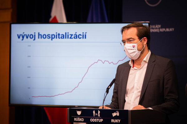 Minister zdravotníctva na tlačovej besede.