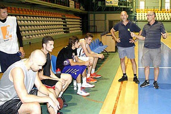 Blíži sa prvý prípravný zápas. Mladý tím, ktorý sa pripravuje pod vedením trénera Urbana, bude v hale SPU hostiť Zlín.