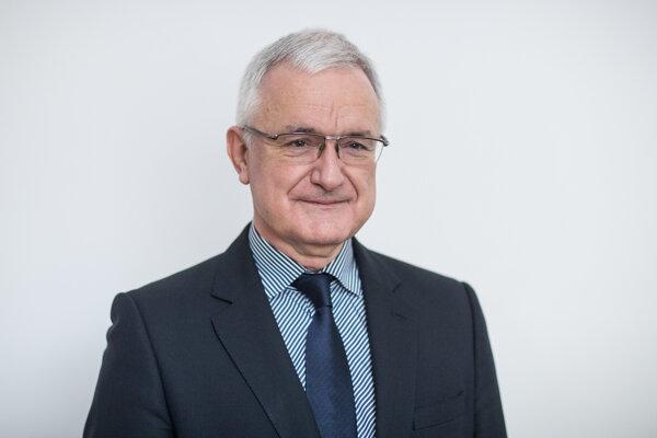 Jozef Glasa je lekár, klinický výskumný pracovník a vysokoškolský učiteľ.