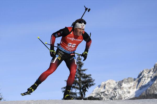 Nór Johannes Dale na trati v piatkovom šprinte na 10 km v rámci 3. kola Svetového pohára biatlonistov v rakúskom Hochfilzene.