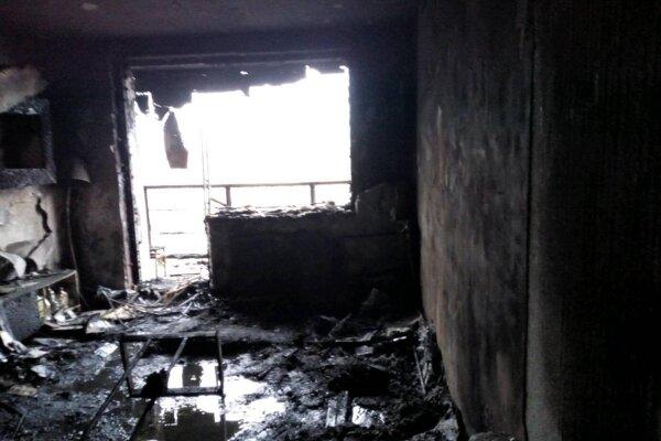 Po požiari na Furči sa zrekonštruovaný byt zmenil na zhorenisko.