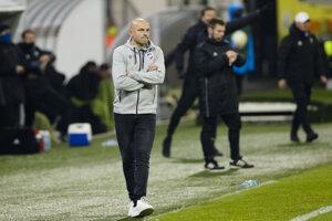Tréner Adrián Guľa na lavičke FC Viktoria Plzeň.
