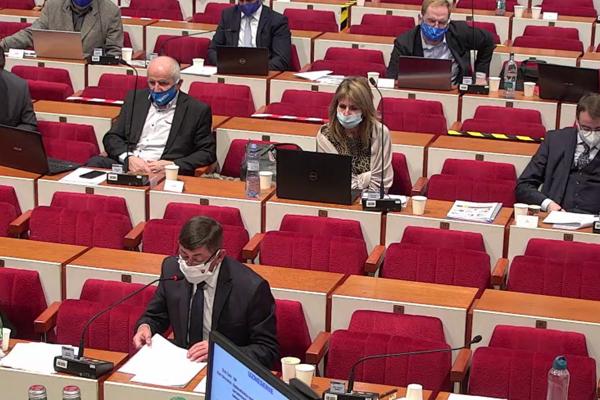 Poslanci košickej župy počas rokovania.