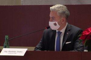 Župan Rastislav Trnka počas pondelkového rokovania.
