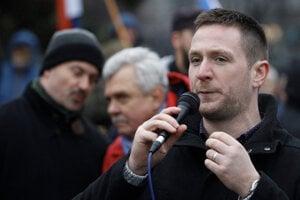 Rúška na sobotňajšom proteste nemali ani poslanec predseda extrémistickej ĽSNS Marian Kotleba, europoslanec Milan Uhrík (ĽSNS) či bývalý parlamentný poslanec Peter Marček.