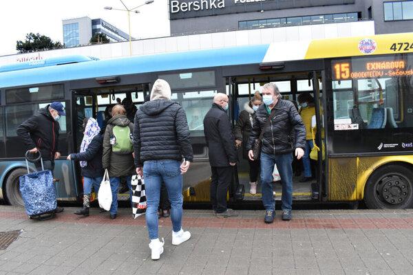 Mestská hromadná doprava v Košiciach bola tiež negatívne ovplyvnená koronakrízou.