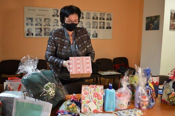 Pacienti dostanú malé darčeky.