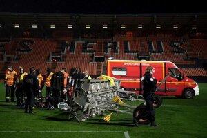Osvetlenie, ktoré po zápase Ligue 1 Lorient - Rennes zabilo muža.