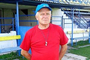 Skúsený mládežnícky tréner Vincent Debnár si vyskúša prácu so seniormi.
