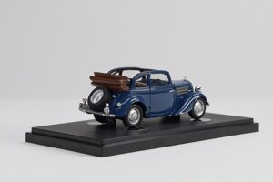 Škoda Rapid 1,4 SV z roku 1936 ako model.
