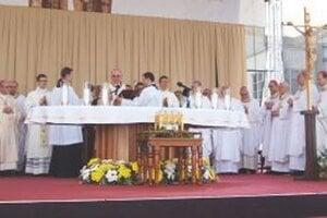 Slávnostnú sv. omša za účasti ďalších slovenských biskupov celebroval lublinský arcibiskup a metropolita Stanislav Budzik.