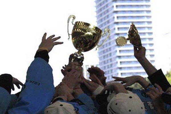 V máji 2011 zavŕšili Nitrianski rytieri hneď svoju prvú sezónu ziskom víťazného pohára na ihrisku v Ružinove. Odvtedy nepozná slovenská extraliga iného víťaza.