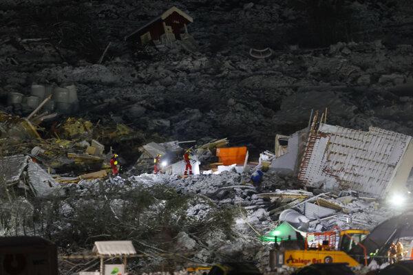 Záchranári objavili v nedeľu telo siedmej obete zosuvu pôdy v dedine Ask ležiacej neďaleko nórskeho hlavného mesta Oslo.
