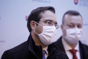 Minister zdravotníctva Marek Krajčí (OĽaNO) a minister práce, sociálnych vecí a rodiny Milan Krajniak (Sme rodina).